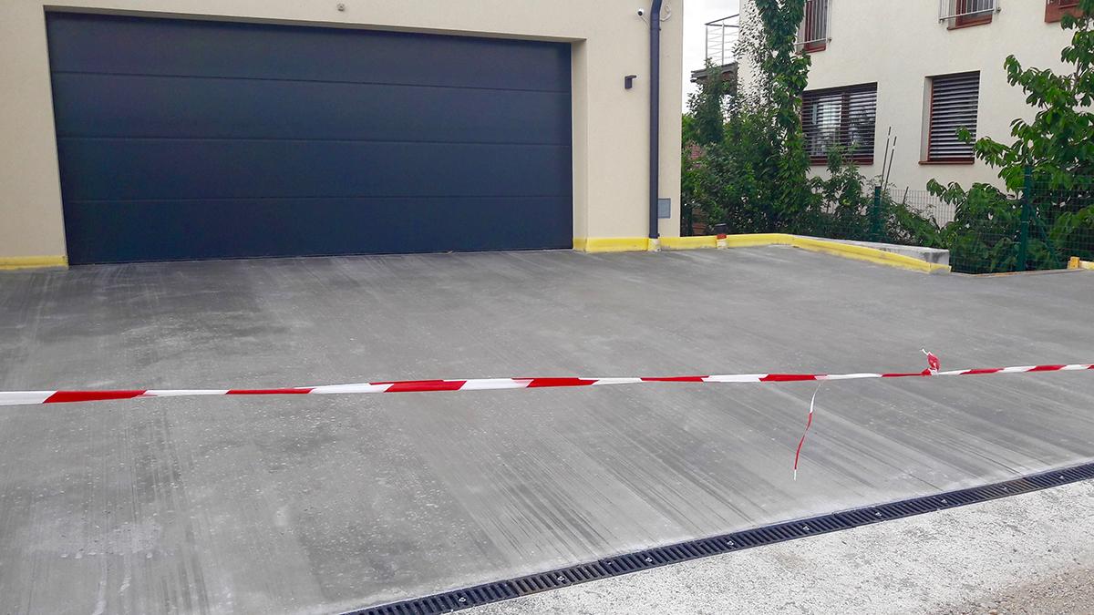 Garageneinfahrt asphalt  Baumeisterbetrieb Pingitzer Jürgen | Garageneinfahrt mit Besenstrich